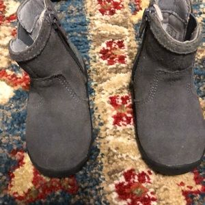 Stride rite 4 grey sparkly zip up boots